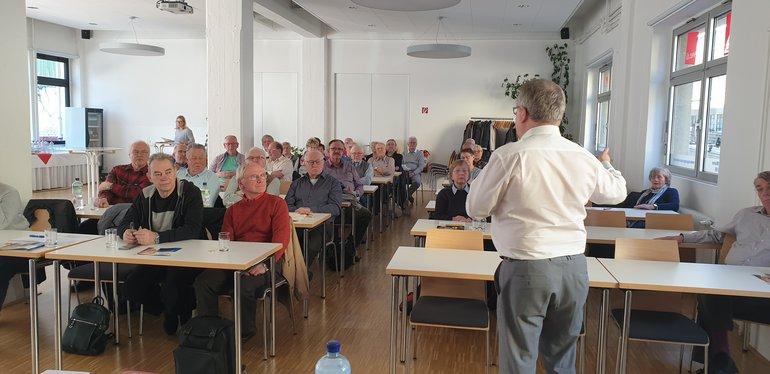Jens Geier (MEP) vor Senioren Bezirk Ruhr-West