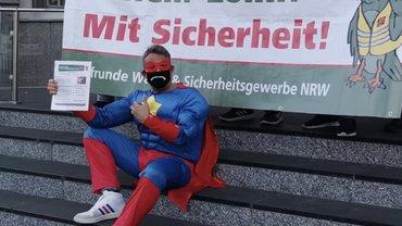 Coronaheld Michael U. Schiebort präsentiert den Arbeitgebern die Rechnung